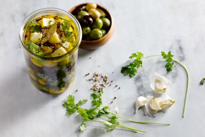 gemarineerde-olijven-en-feta
